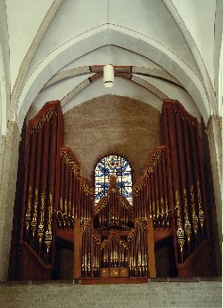 The Marcussen organ of the Nicolaïkerk   border=2  vspace=